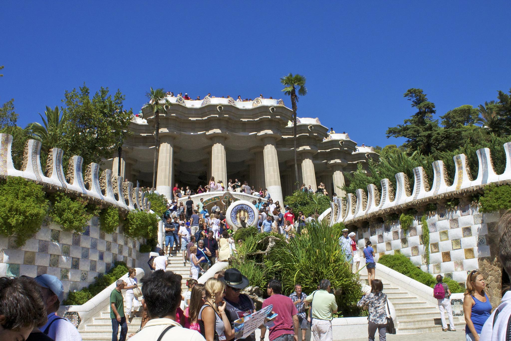 La barcelona de gaud una ruta por sus principales edificios for Barcelona jardin gaudi